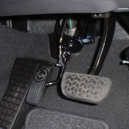 Floor-mounted accelerator · Left foot accelerator