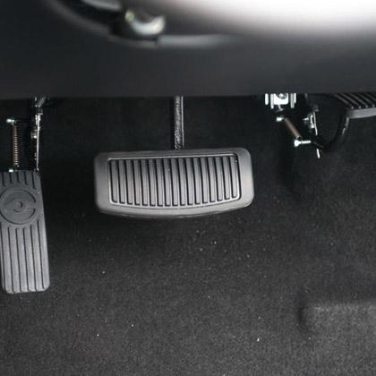 Floor-mounted accelerator · Left foot accelerator · Twin-flip accelerator · Twin-flip accelerator